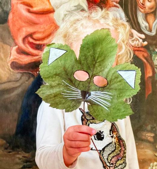 Lek med høsten- lag masker av blader!